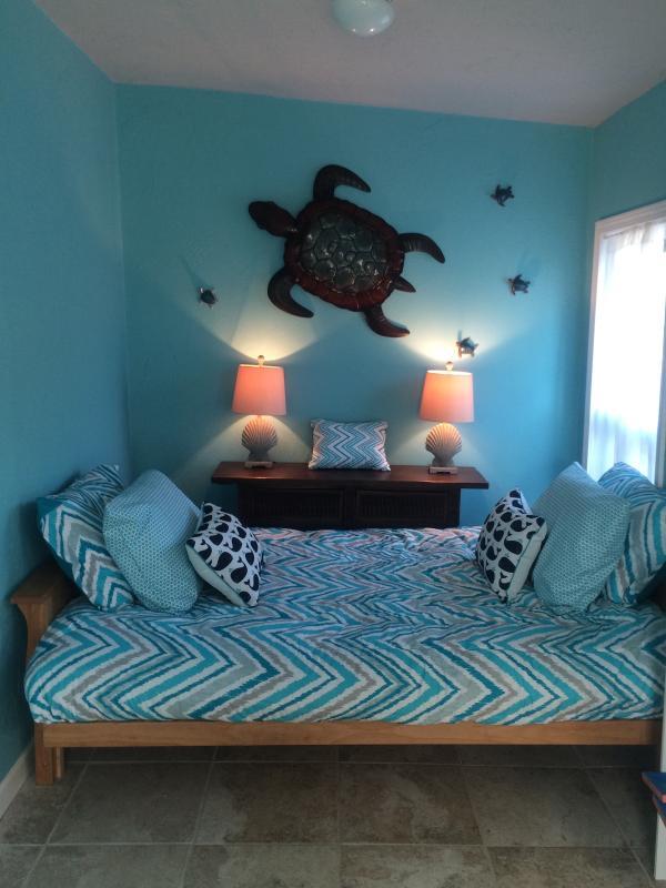 Updated sunroom with futon