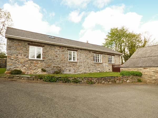 LLETY'R LLWYNOG, detached, WiFi, woodburner, garden, near Narberth, Ref 922257, holiday rental in Clunderwen