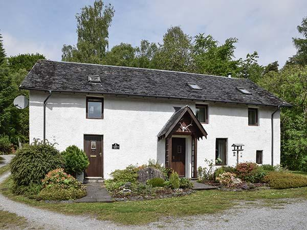 ALDERNAIG MILL, woodburner, WiFi, lovely touring location, edge of Invergarry, holiday rental in Invergarry