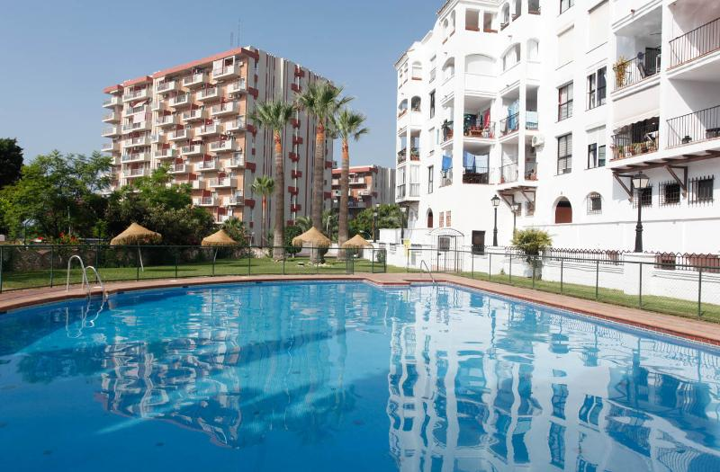 Beautiful sunshine Appt with everything you need, alquiler de vacaciones en Benalmádena