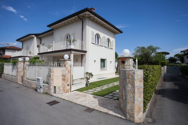VILLA SERENA Stupenda casa di nuova costruzione, casa vacanza a Forte Dei Marmi