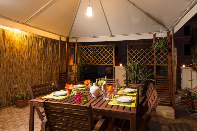 cenare al fresco in terrazza/dining on Cecilia's terrace