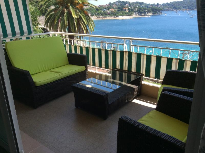 Super Villefranche-sur-Mer holiday apartment with sea view and balcony, vacation rental in Villefranche-sur-Mer