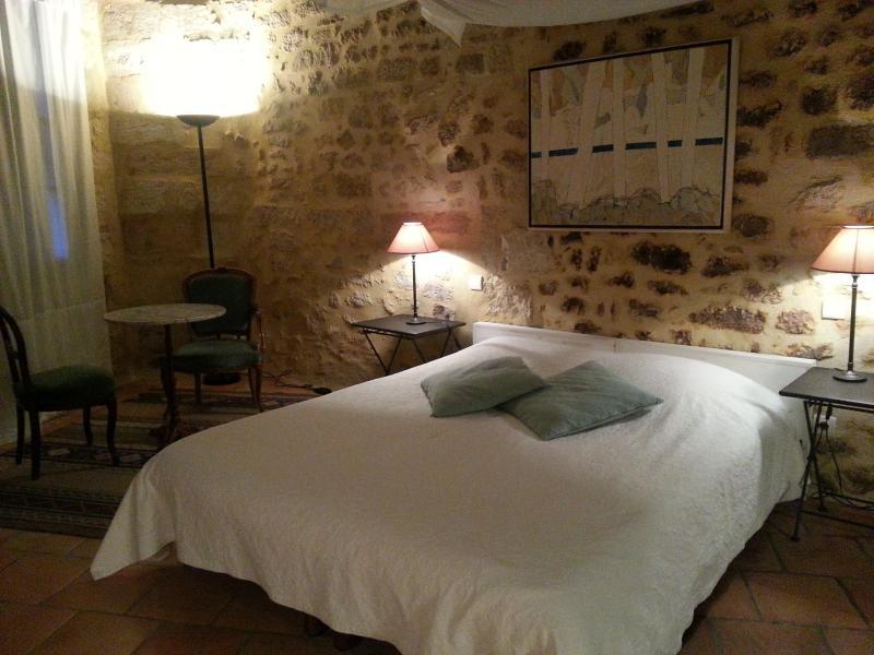 Bel appartement in heart of Uzes, vacation rental in Uzes