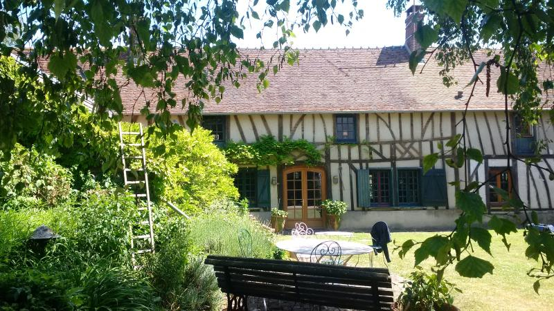 Beautiful 18th century country house, location de vacances à Montroty