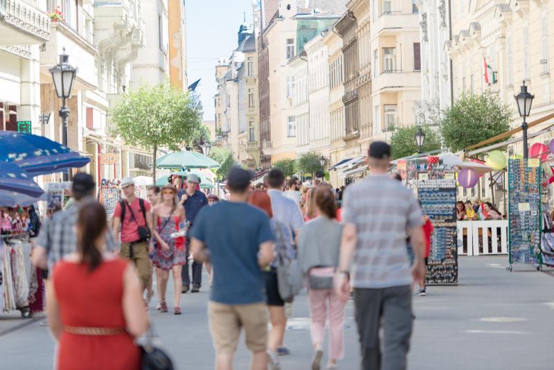 Vaci 'Fashion' Street just 180m away