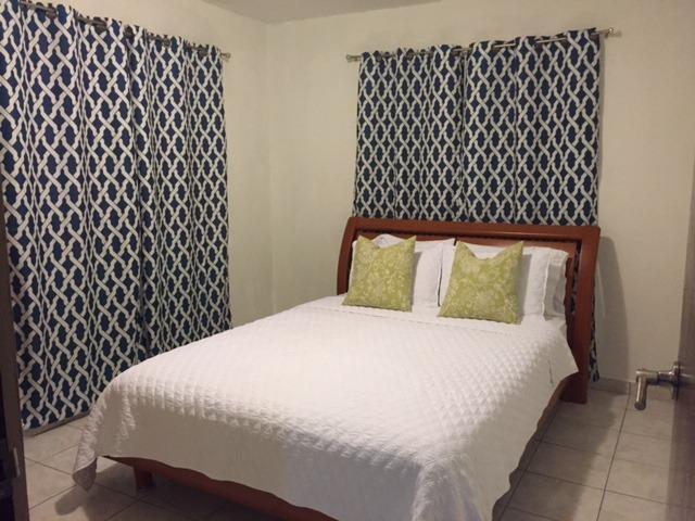 Comfortabele kamer met queensize bed.  Hoge kwaliteit linnen & handdoek