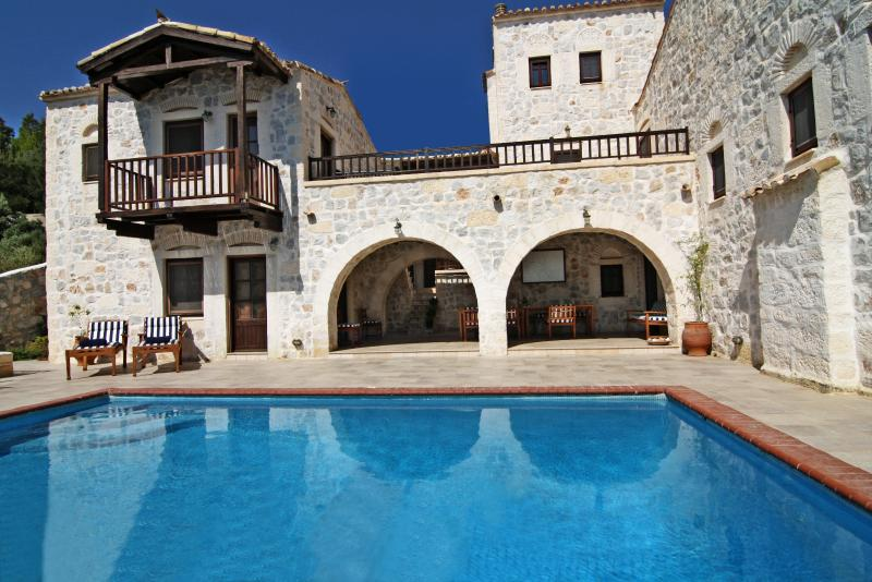 Stone Castle Villa, vacation rental in Marathon
