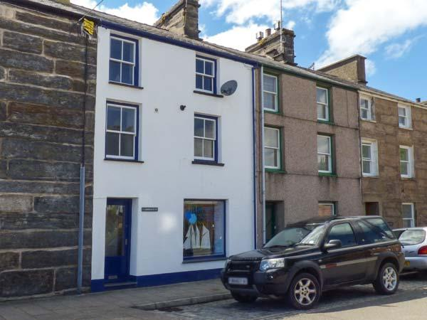 HARBOURSIDE, duplex apartment with WiFi, close to beach and amenities, holiday rental in Porthmadog