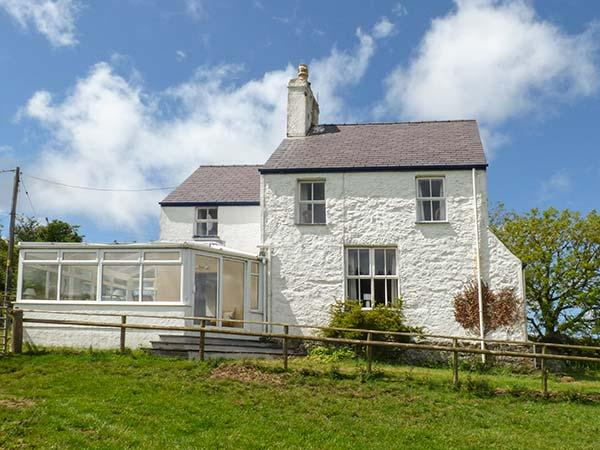 BOB FEDDAU, detached, garden, woodburner, nr Llanddona, Ref 919166, location de vacances à Penmon