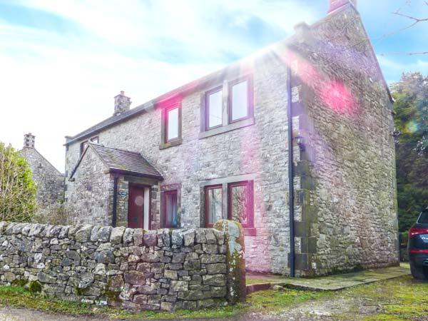 THE SHIRES, stone-built, detached, parking, lawned garden, in Alstonefield, Ref, holiday rental in Sheen