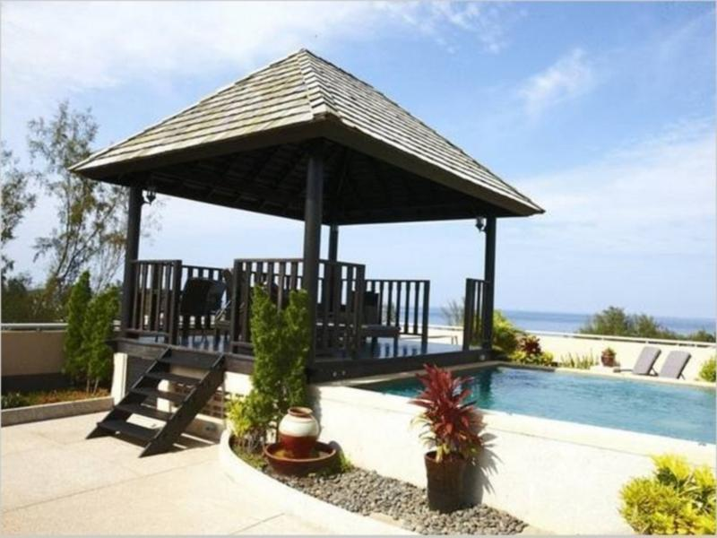The rooftop pool and gazebo or 'sala' with sea view