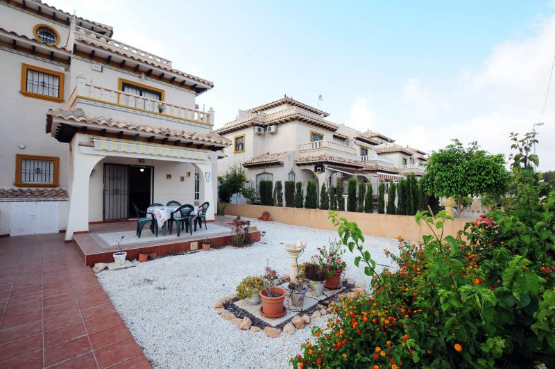 2 bedroom 2 bathroom quad villa Lomas de Cabo Roig, vacation rental in Orihuela Costa