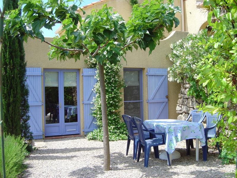 Gîte Romarin dans parc méditerranéen, superbe vue, proche Lac du Salagou, aluguéis de temporada em Le Puech