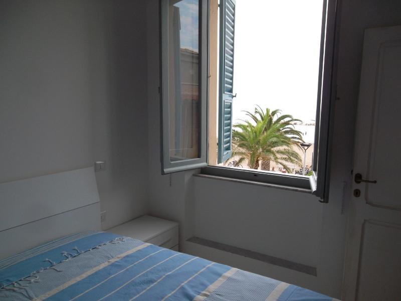 La camera da letto con vista spiaggia