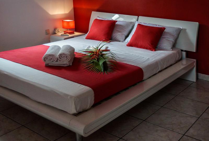 Room no. 3: 1 bed 140 x 190, 1 chest, 1 desk, 1 closet curtain.