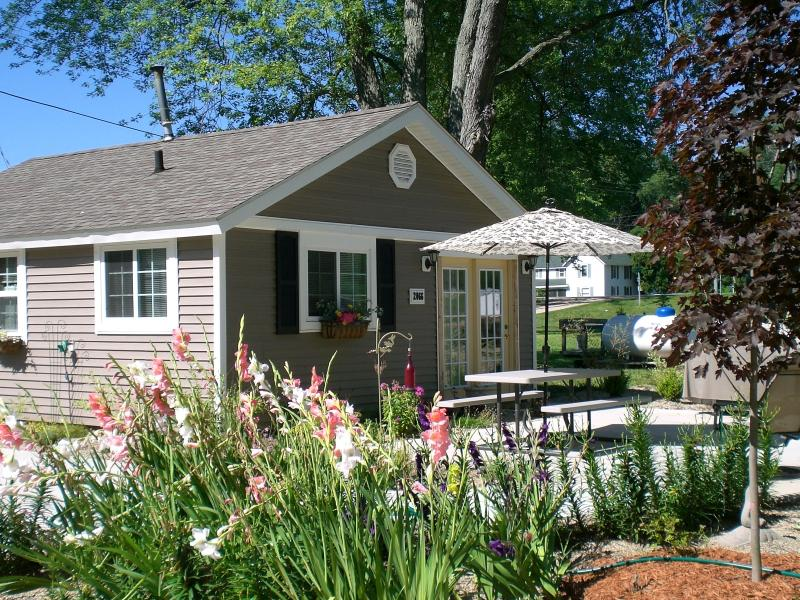 FRONT OF CABIN PRETTY FLOWERS PRIVATE PATIO