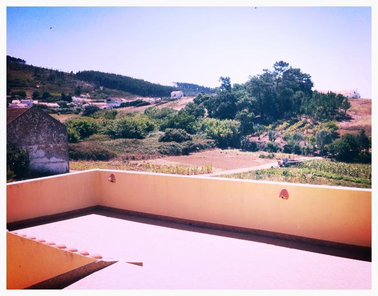 Moradia campo perto de la playa a 40 kms de Lisboa, holiday rental in Torres Vedras