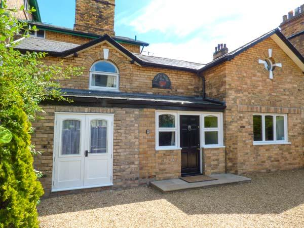 THE COACH HOUSE, cosy Victorian property, gravelled garden, walking distance to, holiday rental in Crossgates