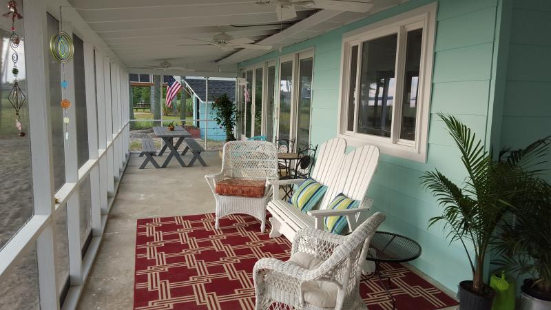 The Love Shack - A Private Beachfront Home on the Chesapeake Bay, location de vacances à Kilmarnock
