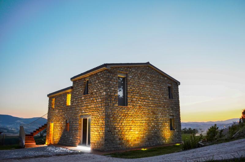 Tassanare Villa Sleeps 4 - 5049096, holiday rental in Avacelli