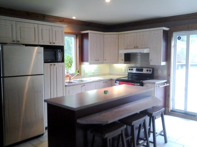 Kitchen area, fully equipped with new appliances