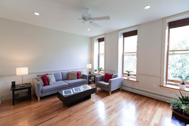 The Brownstone/Luxury 1Bedroom/NYC, location de vacances à Maspeth
