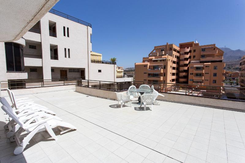 Apartment center Los Cristianos with huge terrace, holiday rental in Los Cristianos