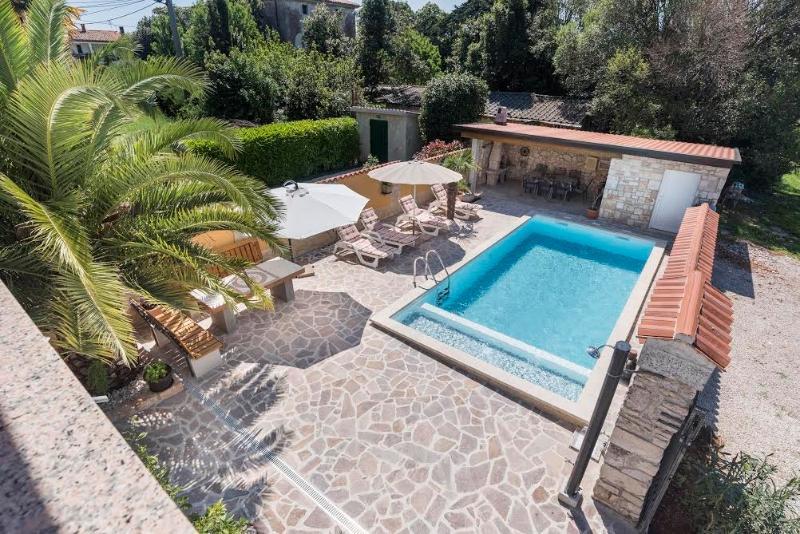 villa francesca mit beheiztem Pool am Golfplatz, alquiler vacacional en Umag