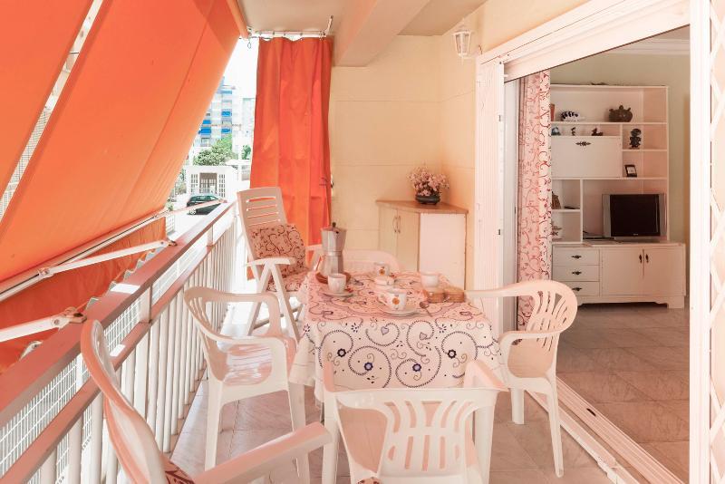 JARA - Apartment for 5 people in Playa de Gandia, holiday rental in Grau de Gandia