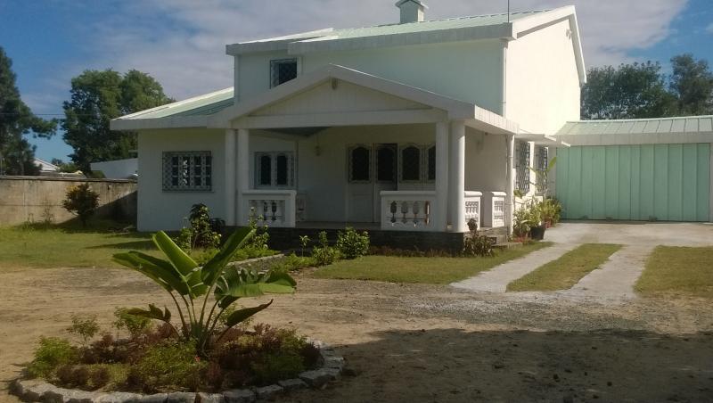 Villa meublée avec terrasse et jardin, vacation rental in Toamasina Province