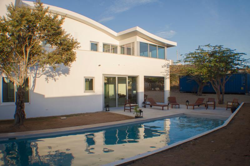 4 bedrooms & private pool & office & childfriendly, location de vacances à Paradera