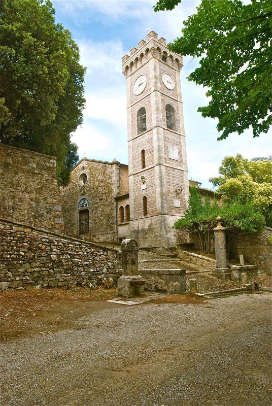 Borgo medievale non lontano dalla casa.