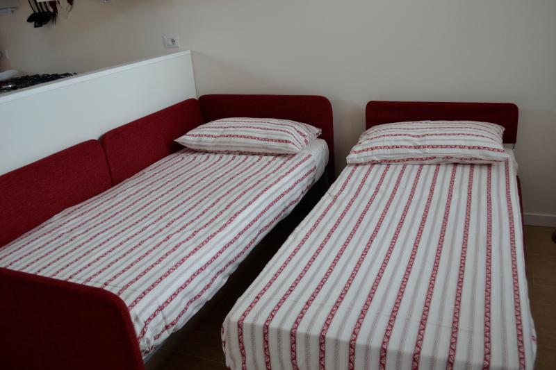 dvano letto aperto per ospiatre fino a  2 persone