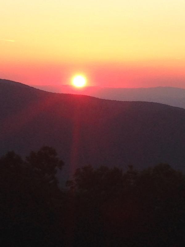 Um nascer do sol da manhã