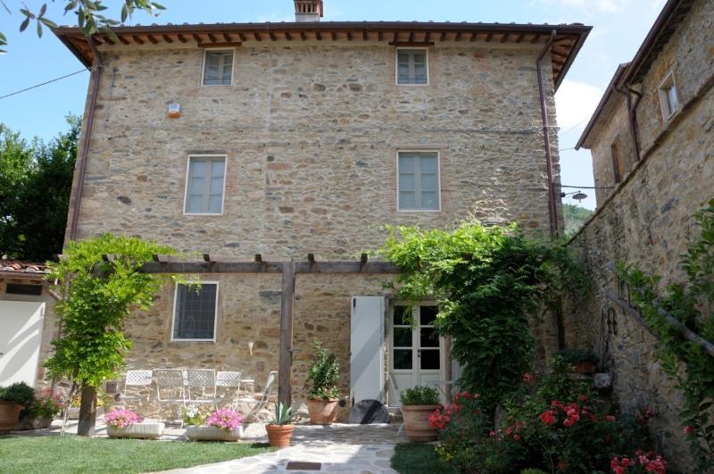 Dimora delle Camelie casa nel borgo vicino Lucca, location de vacances à Sant'Andrea di Compito