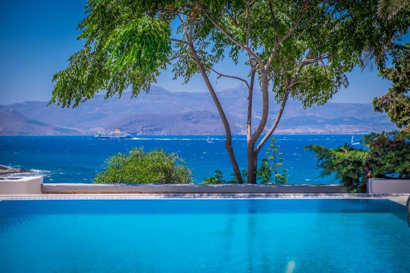 swimming pool | Montana Sea View Villa Naxos