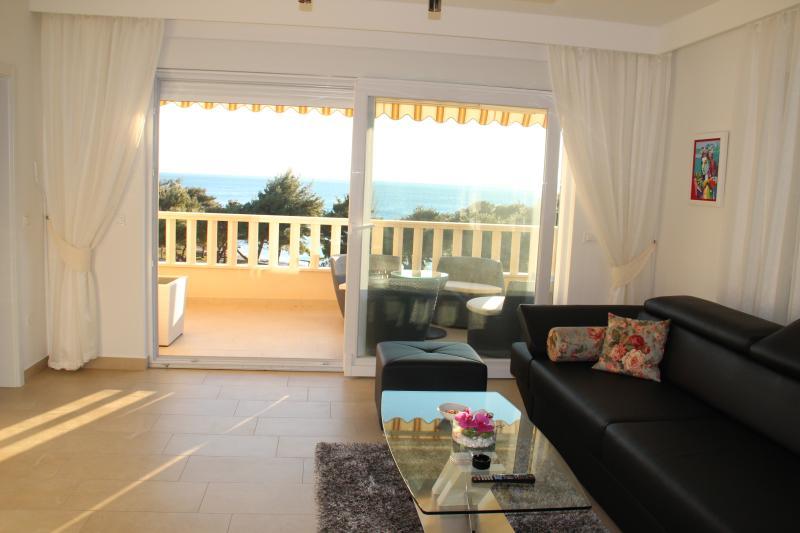 Luxurious Apartment Promajna, location de vacances à Promajna