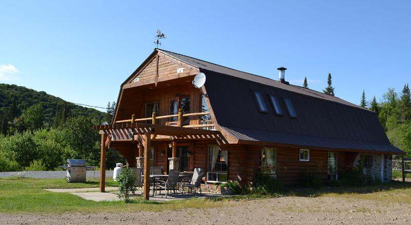 Chalet privé Ranch Mont-Tremblant, holiday rental in Val-des-Lacs