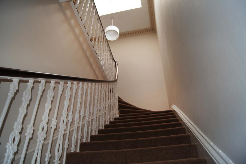 Vista da parte inferior da escada