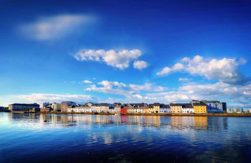 Stay on the Most Photographed Street in Ireland, vacation rental in Galway