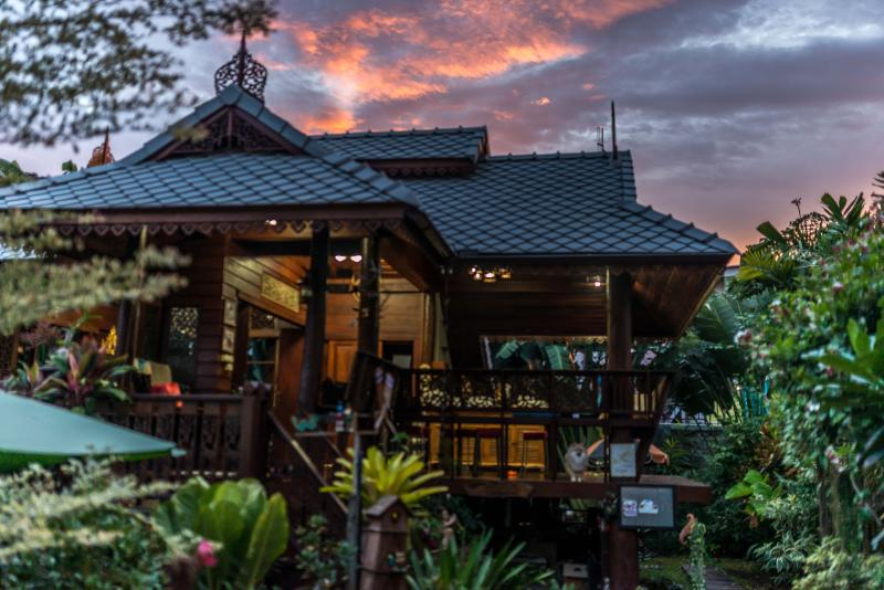Sala Old Town Singharat Road, vacation rental in Chiang Mai