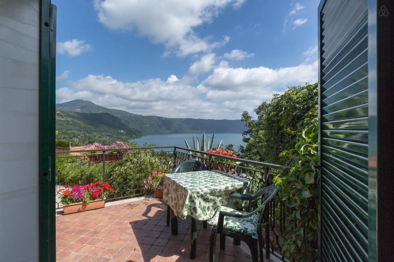 Castel Gandolfo, only 30 mins from central Rome, Ferienwohnung in Pavona