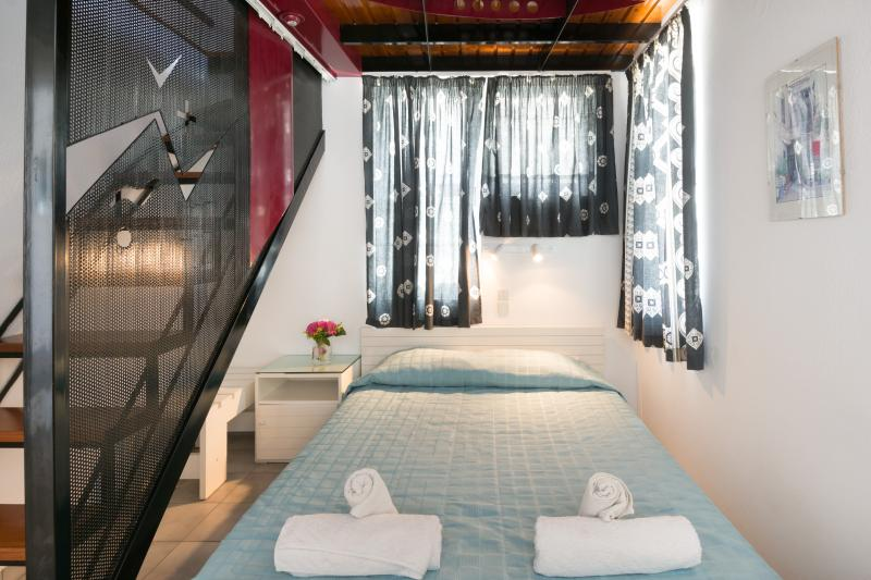 Sea-View Split-Level Apartment No.7, alquiler vacacional en Elounda