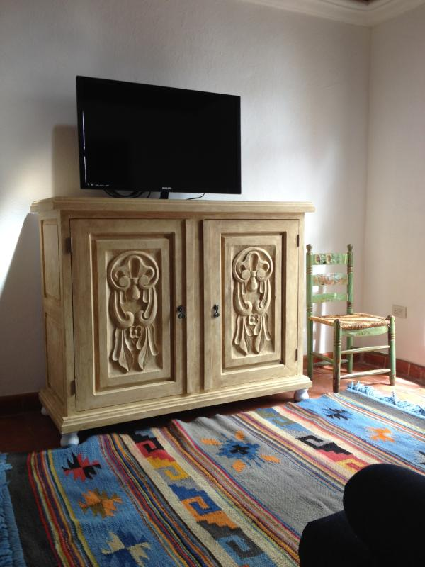 TV room with cable television and dvd player
