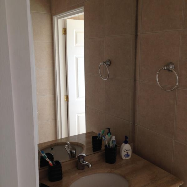 Bathroom (shared by bedrooms 3 and 4) 2