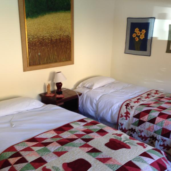Bedroom 2 with two single beds 1