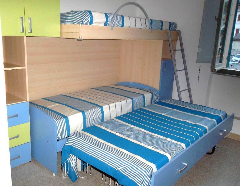 Cameretta con terzo letto estraibile