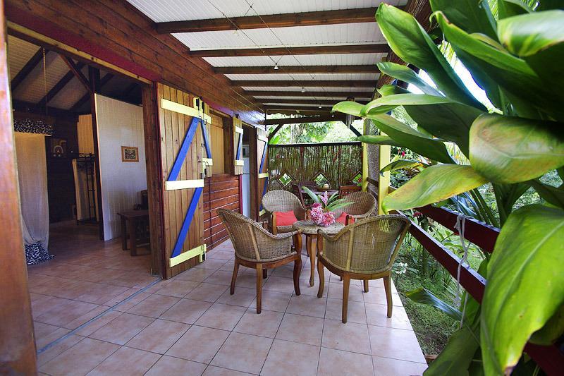KAZ KAYOU ,  bungalow 'IWANA', location de vacances à Bouillante