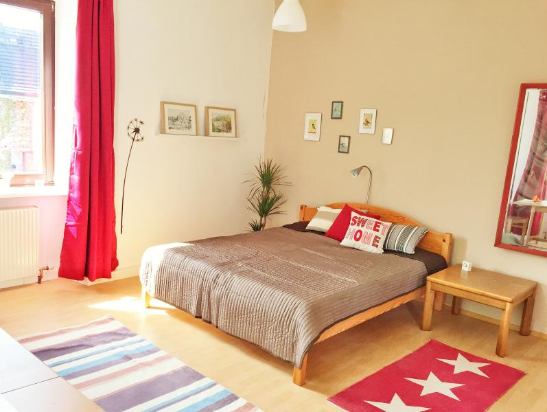 Book-A-Room Apartment City, vacation rental in Koppl